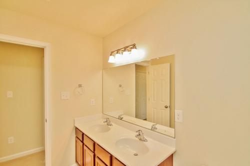 Caliber Home Builder, The Roberson II, Hall Bathroom