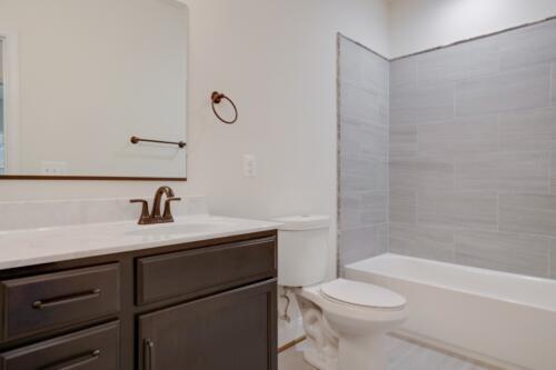 Caliber Homebuilder, Flint Ridge II, bathroom