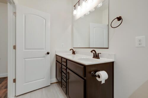 Caliber Homebuilder, Flint Ridge II, bath