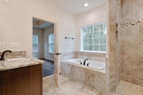 Caliber Homebuilder, Flint Ridge II, owners bath