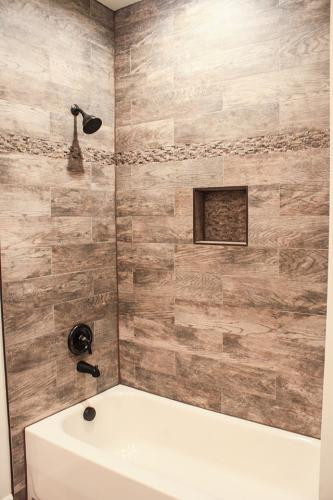 Caliber Home Builder, The Northport, 01, Bathroom